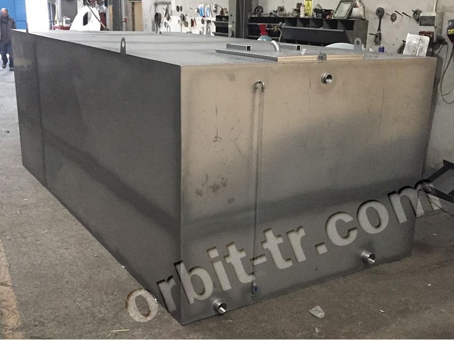 Welded prismatic water tank